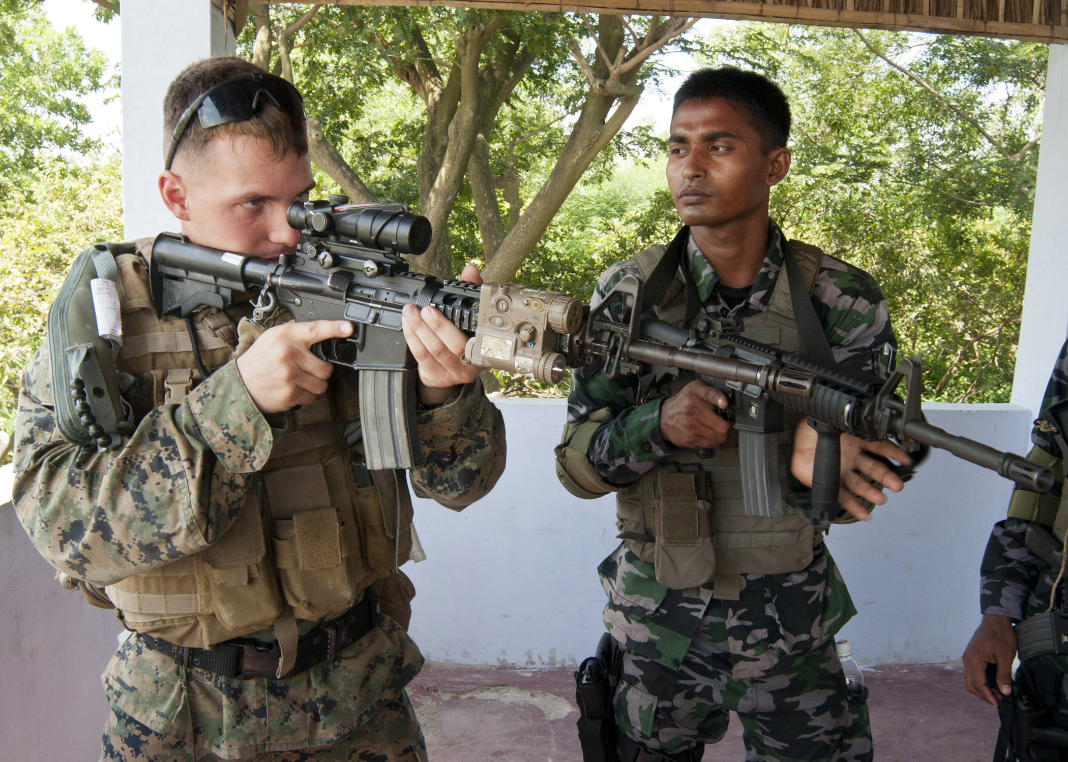 U.S. Marine Lance Cpl. Zachary Hodge, left, trains with sailors from the Bangladesh Special Warfare Diving and Salvage unit in Chittagong, Bangladesh, on Sept. 19, 2012.